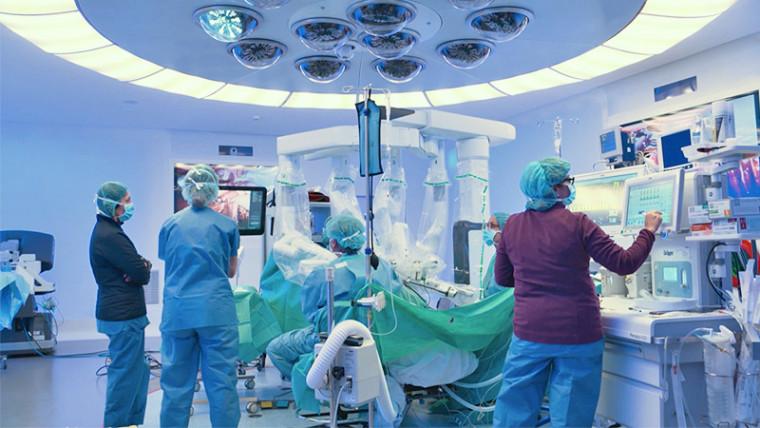 Роботизированная внебрюшинная хирургия гинекологического рака имеет меньше хирургических осложнений